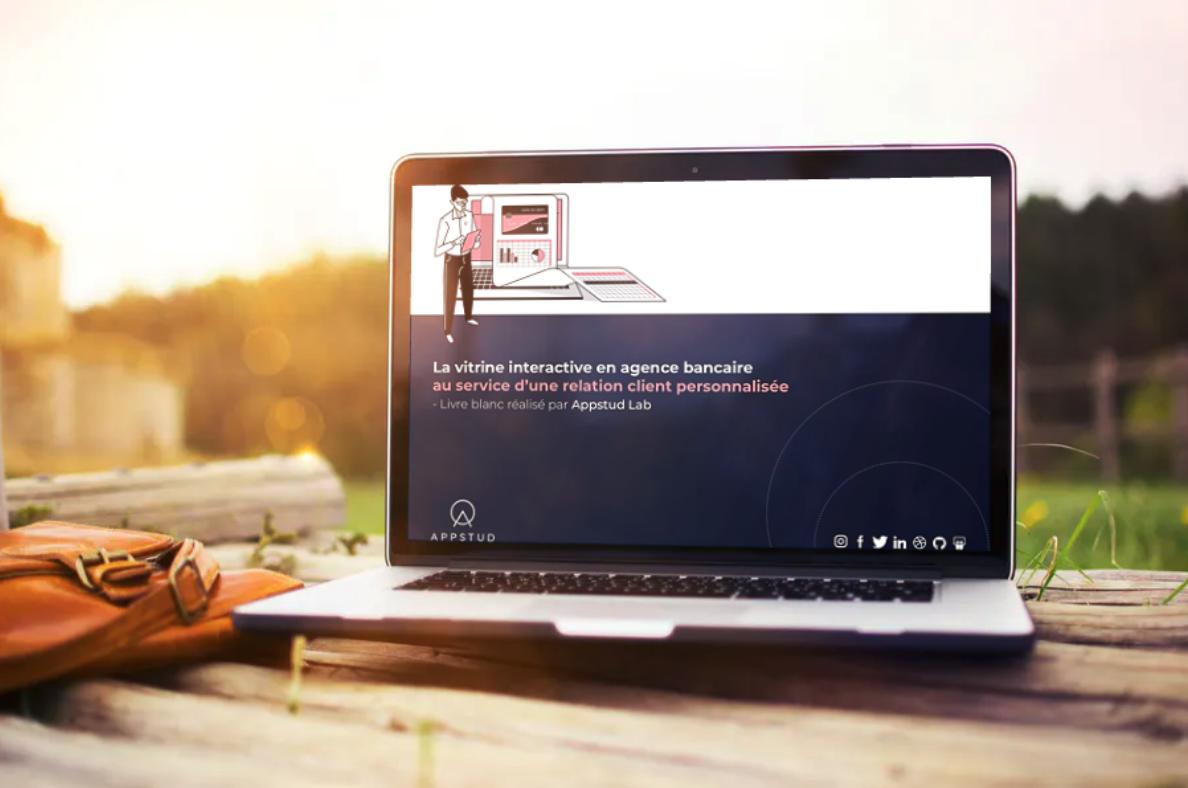 La vitrine interactive en agence bancaire au service de la relation client.