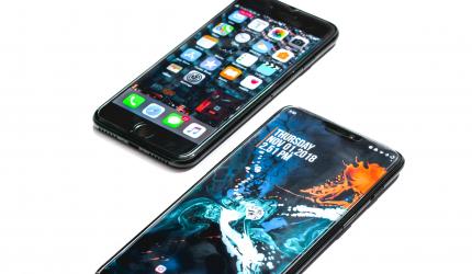 image d'un téléphone Apple et d'un téléphone Android